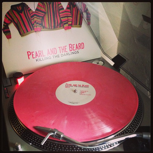 #saturdaysounds #pinkwax #pearlandthebeard #killingthedarlings #clubrpm #goodhousecleaningjams #vinylisbeautiful #nowspinning #photographicplaylist #vinyloftheday #vinyligclub #coloredvinyljunkie
