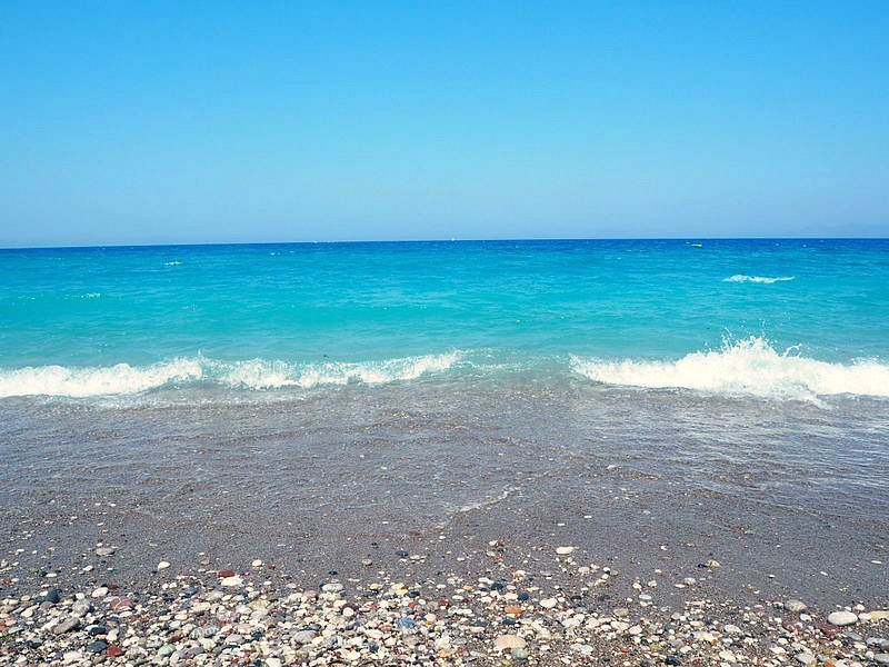 greecerodosseaP6306108, greece, kreikka, rodos, rhodes, aurinko, sun, sea, sand, wind, hiekka, kivet, rocks, aallot, waves, turkoosi meri, hohtava, kirkas, sparkling sea, turquoise water, holiday, summer, kesä, loma. saari, island, greece island, kreikan saari, always sunny.