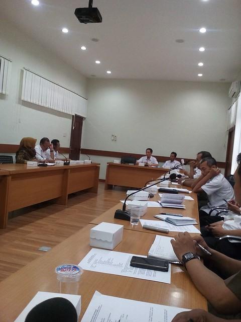 Sekretaris kpu TA saat mengikuti rapat persiapan kunjungan komisi II DPR RI(10/8)