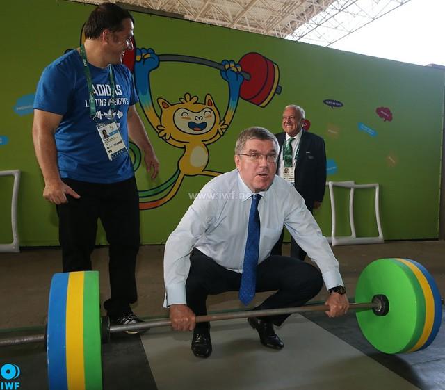 IWF Gallery: Thomas Bach Visits Weightlifting Venue