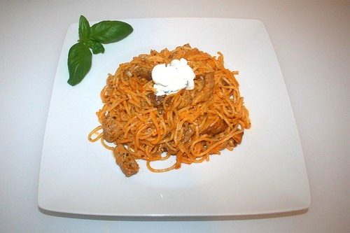 30 - Gyros spaghetti casserole - Served / Gyros-Spaghetti-Auflauf - Serviert