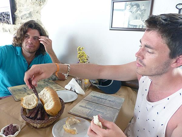 déjeuner au Metaxi Mas