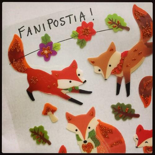 Koti. ❤️ Ja mit... taas tämmöstä. 😳😍 Ensi jaksosta tulee taas lellipentujakso. Ja kettujakso. 😄 #lankakirja #fanipostia #salainenihailija #lellipentu #kettu #fox #stickers #kettubongarintwist #100happydays 70/100