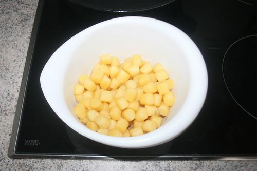 26 - Gnocchi auf Pfanne entnehmen / Remove gnocchi from pan