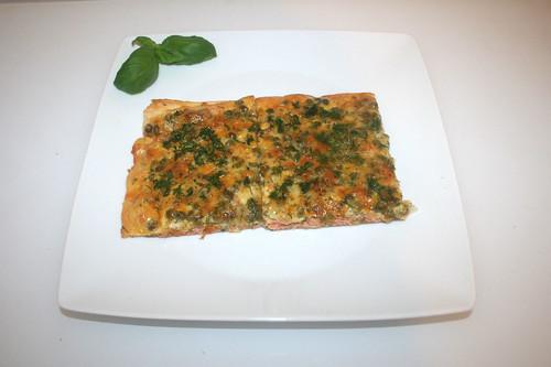 09 - Swedisch pizza with salmon & peas - Served / Schwedenpizza mit Lachs & Erbsen - Serviert