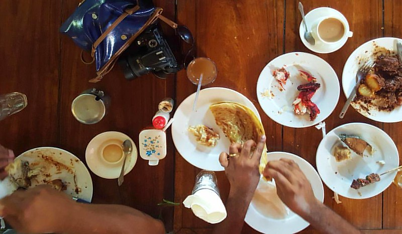 We feasted on a gorgeous local lunch of chapati, naan, biryani, sweet tamarind drink and spiced, milky tea. #kitchenbutterfly #travel #travelnoire #Zanzibar #Africa #travelinAfrica #chapati #foodinZanzibar #onthetable