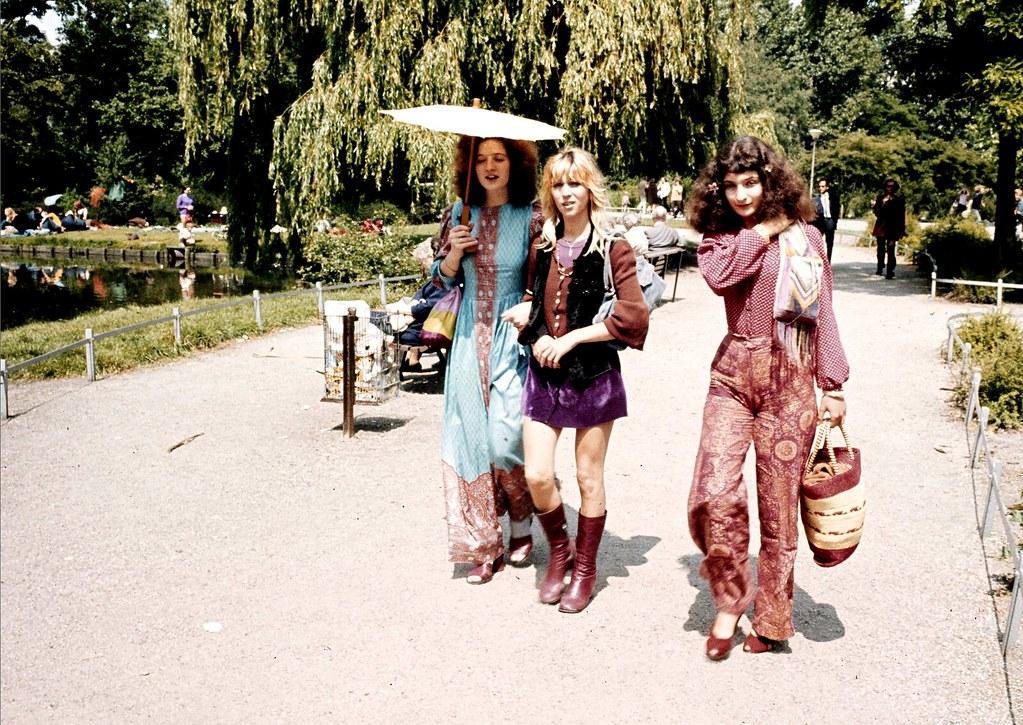> Hippies dans le Vondelpark à Amsterdam dans les années 60. Photo de Cor Jaring.