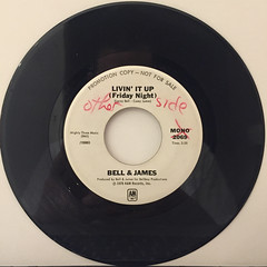 BELL & JAMES:LIVIN' IT UP(FRIDAY NIGHT)(RECORD SIDE-B)