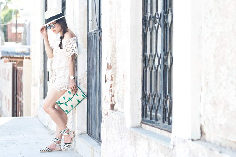 02crochet-offshoulder-romper-fedora-cactus-espadrilles-travel-style-fashion