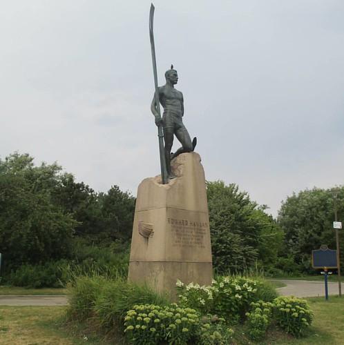 Statue of Ned Hanlan #toronto #torontoislands #skyline #hanlanspoint #nedhanlan #statue