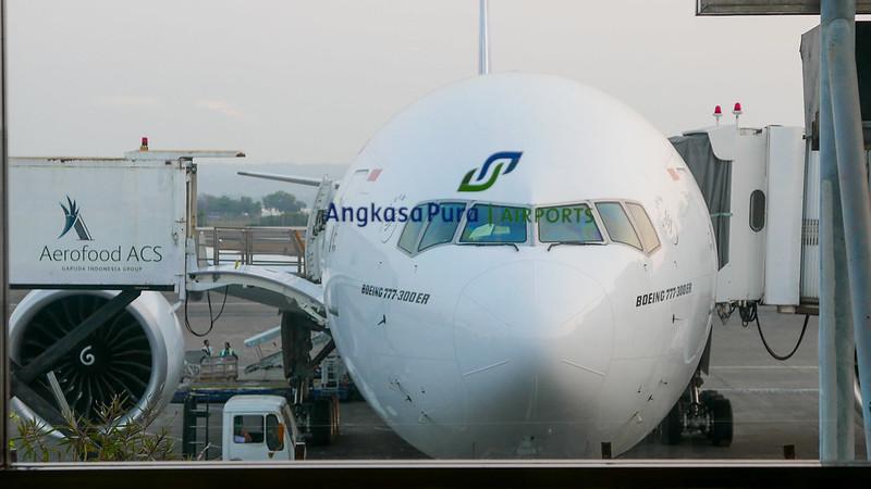 28159181020 337068660f c - REVIEW - Garuda Indonesia : Business Class - Bali to Jakarta (B77W)