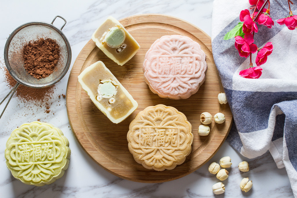 Intercontinental Singapore Mooncakes 2016 - Yuzu Citrus with White Chocolate Truffle and White Lotus Paste; and Avocado with Chocolate Pearls and White Lotus Paste