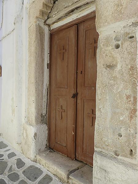 porte d'église cachée