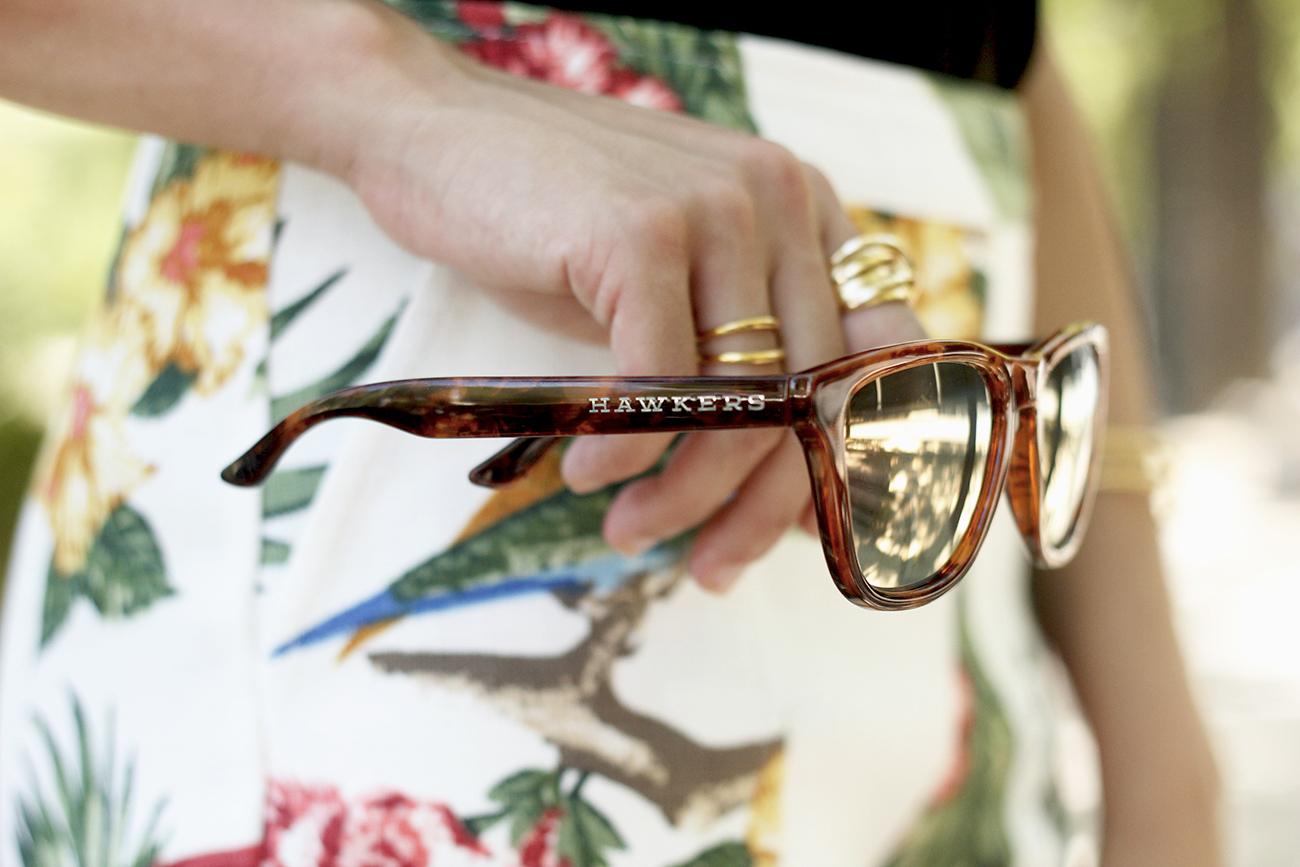 gafas de sol hawkers black lace top tropical print shorts summer outfit heels furla bag sunnies accessories10