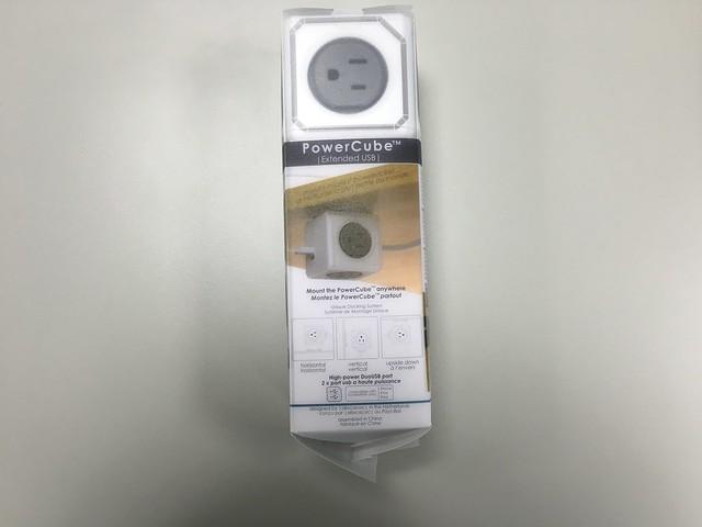 內附一個可以黏在桌底的壁掛架@PowerCube USB延長線