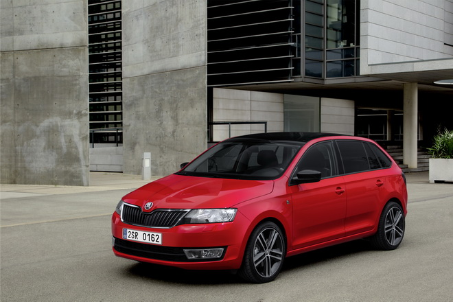 Skoda Rapid Spaceback 車頭45度