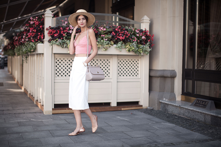 how-to-wear-fedora-straw-hat-outfit-ballet-flats-street-style