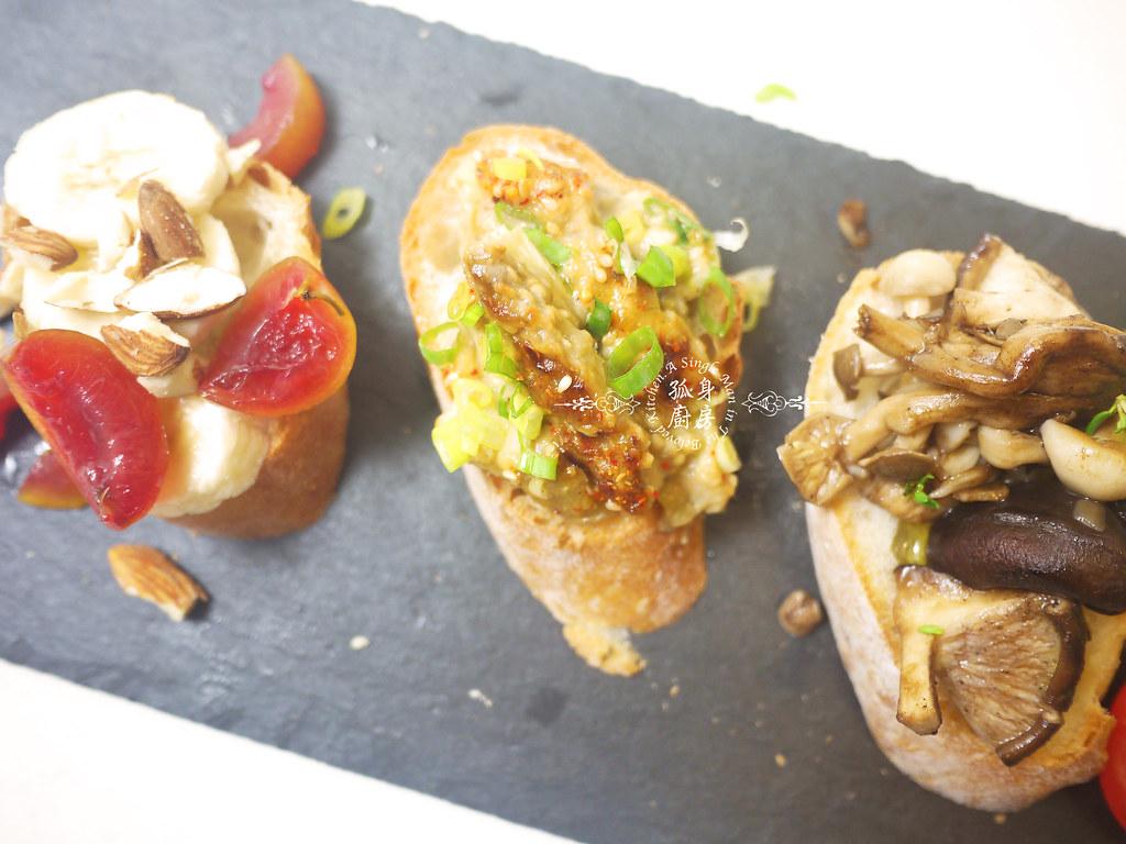 孤身廚房-開放式三明治三式-巴薩米克醋綜合菇、味噌烤茄子、杏仁香蕉桃接李4