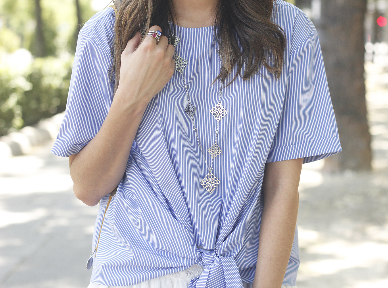 Knotted striped shirt white skirt brosway jewels summer outfit carolina herrera heelsfashion style18