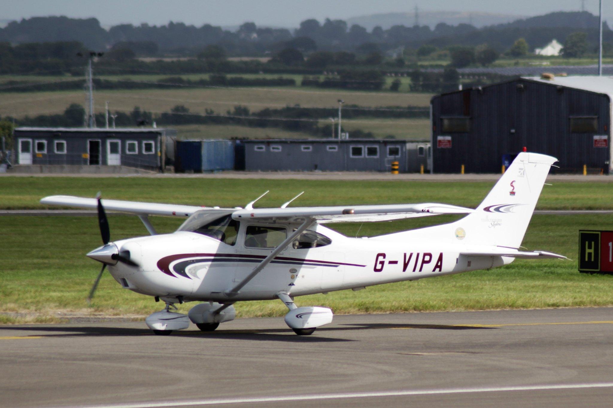Cessna 182S Skylane G-VIPA