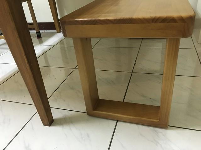 U型的椅腳,感覺像相框 :D@日光原木工坊U腳椅凳
