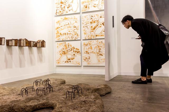 ③アートバーゼル香港2016のワンシーン。よく見る。Experimenter Ayesha Sultana, Rathin Barman © Art Basel